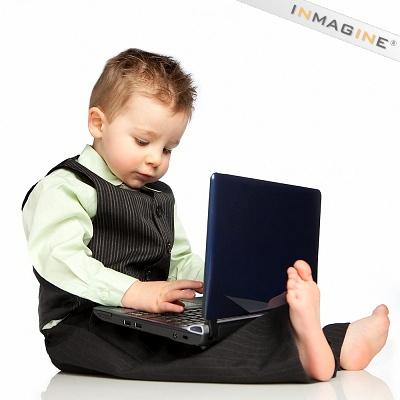 Nên thường xuyên khen ngợi và hạn chế mắng trẻ. Ảnh: Internet.