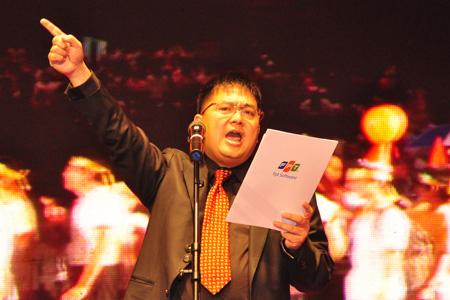 Chủ tịch FSOFT Hoàng Nam Tiến ra mắt toàn thể công ty tại Trung tâm hội nghị quốc gia HN.