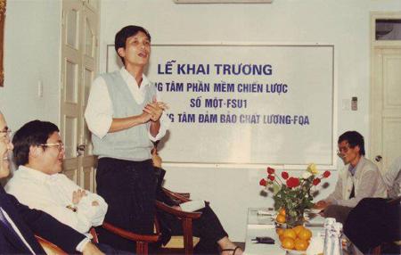 Tiền thân của FPT Software là Trung tâm Phần mềm Chiến lược số 1 (FSU1), giám đốc là anh Nguyễn Thành Nam (áo len đang đứng phát biểu).