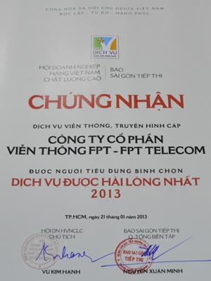 Với sự nỗ lực của tập thể CBNV, FPT Telecom đã được người tiêu dùng bình chọn là 'Doanh nghiệp Dịch vụ được hài lòng nhất năm 2013'. Ảnh: V.N.