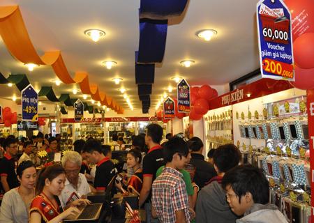 Phúc Nguyễn - Cho hỏi bên FPT shop mấy giờ mở cửa?   Facebook