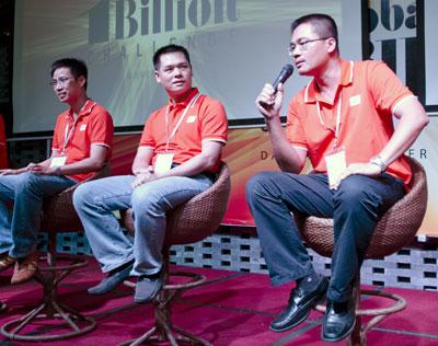 Anh Phùng Hưng (ngoài cùng bên phải) chia sẻ tại Hội nghị chiến lược FPT 2013. Ảnh: Nguyên Anh.