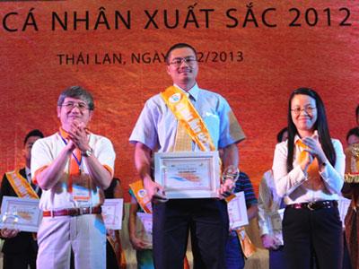 Anh Phùng Hưng là một trong 100 cá nhân xuất sắc FPT 2012. Ảnh: Lâm Thao.