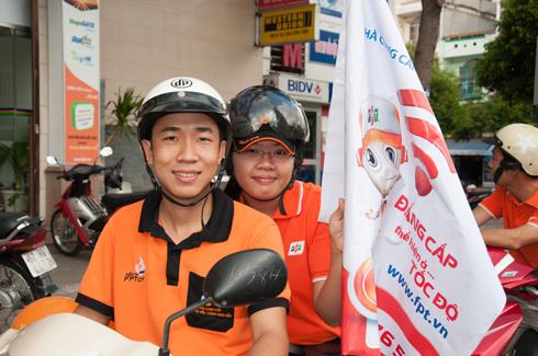 Gần 30 CBNV FPT Tiền Giang sẵn sàng cho chuyến roadshow kết hợp teambuilding.