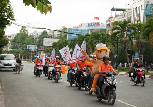 Đoàn roadshow bắt đầu từ thành phố Tân An với những tuyến phố chính.Roadshow là hoạt động thường xuyên được tổ chức ở chi nhánh với cờ, bong bóng mang thương hiệu FPT.