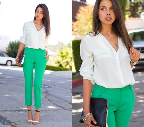 Đơn giản mà thanh lịch để đến công sở cùng sơ mi trắng và quần ống đứng gam xanh lá.