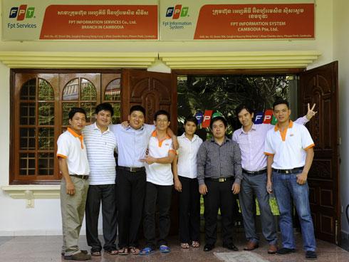 FPT IS mở văn phòng đại diện tại Campuchia vào năm 2010 và nâng lêncấp lên thành Công ty TNHH một thành viên Hệ thống Thông tin FPT Campuchia một năm sau đó. Đơn vị đang nỗ lực cung cấp những dịch vụ tốt nhất cho thị trường Campuchia, tập trung vào một số lĩnh vực như viễn thông, ngân hàng, dự án cho khối chính phủ… Tại đây, ngoài FPT IS còn có sự hiện diện của FPT Telecom và FPT Retail. Ảnh: FPT IS.