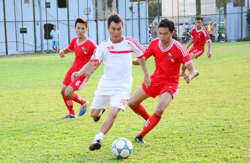 Cựu tiền vệ tuyển quốc gia Hồ Văn Lợi với sự nguy hiểm trong những đường lên bóng. Anh cũng trực tiếp đóng góp một bàn thắng cho đội khách cùng nhiều đường chuyền nguy hiểm.