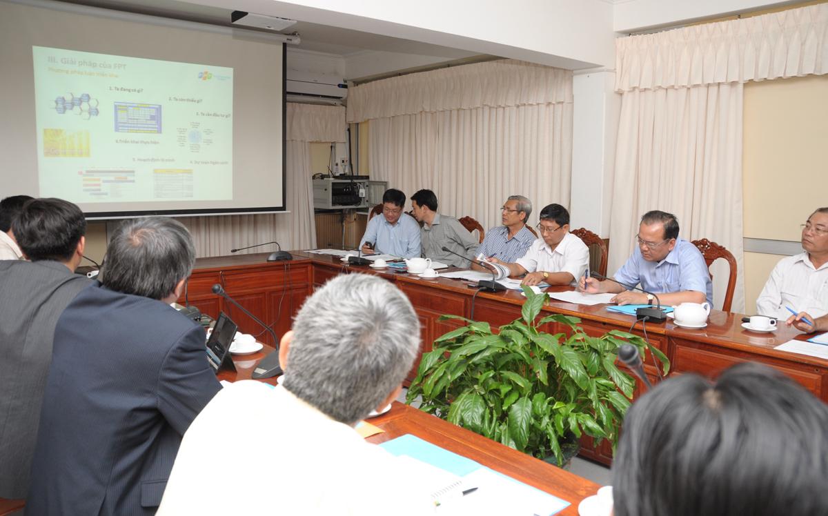 Ngày 31/3, tại UBND thành phố Cần Thơ, TGĐ FPT Bùi Quang Ngọc đã có buổi làm việc với Chủ tịch Lê Hùng Dũng để cụ thể hóa nội dung bản ghi nhớ hợp tác chiến lược về phát triển CNTT - Viễn thông (CNTT-VT) giai đoạn 2015-2020 được hai bên ký kết cuối tháng 12/2014. Sự kiện đánh dấu bước tiến mới trong mối quan hệ hợp tác trên nhiều lĩnh vực giữa hai bên.