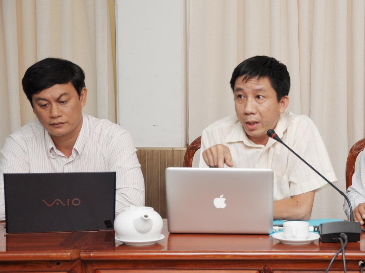 Chuyên gia lĩnh vực chính quyền điện tử Dương Hoàng Nhân, FPT IS, trình bày giải pháp của đơn vị dành cho thành phố Cần Thơ.