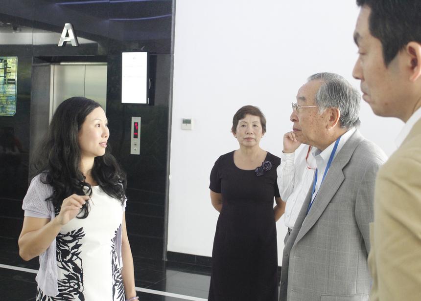 Trong tour thăm FPT HCM, sáng nay (ngày 2/4), Tomokazu Hamaguchi, gương mặt mới trong bộ máy quản trị của FPT, đã có buổi làm việc tại FPT Software HCM. Tháp tùng thành viên HĐQT có chị Trương Thanh Thanh, GĐ FPT HCM.