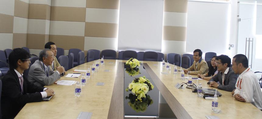 Sau đó, các lãnh đạo Công ty Phần mềm FPT có buổi làm việc với bác Hamaguchi.