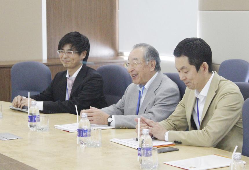 Bác Hamaguchi khen ngợi các công việc, dự án mà FPT Software đang triển khai. Cựu Chủ tịch JISA còn dành thời gian chia sẻ kinh nghiệm trong lĩnh vực M&A cho lãnh đạo đơn vị.
