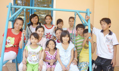 Sinh viên Brunei mang yêu thương cho trẻ em làng Hy vọng