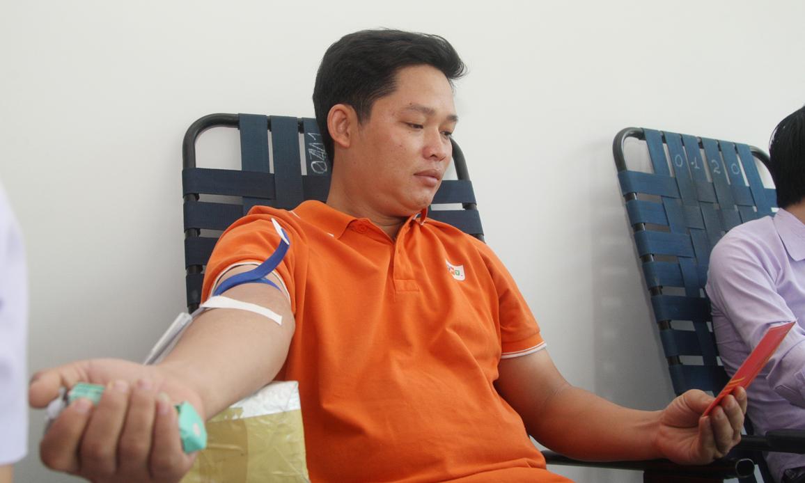 """Trước đó, ngày 13/3, trong chuỗi sự kiện """"Ngày FPT vì cộng đồng"""", người FPT toàn quốc đã hiến 625 đơn vị máu. Toàn bộ số máu của người FPT hiến đã được tặng cho bệnh nhân bị bệnh hiểm nghèo để họ có thể giành được cơ hội sống. Chương trình hiến máu diễn ra tại nhiều địa điểm như: Tòa nhà FPT Cầu Giấy - Hà Nội, FPT HCM, FPT Đà Nẵng..."""
