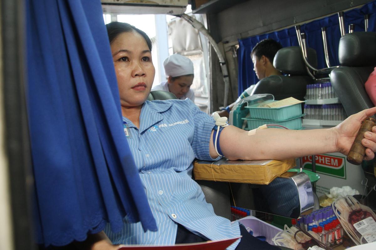 Như những lần trước, Tiếp nguồn sinh khí lần thứ 28 cũng nhận được sự ủng hộ nhiệt tình của các nhân viên tạp vụ làm việc tại tòa nhà Tân Thuận. Mỗi đợt có khoảng 10 nhân viên tham gia hiến máu.