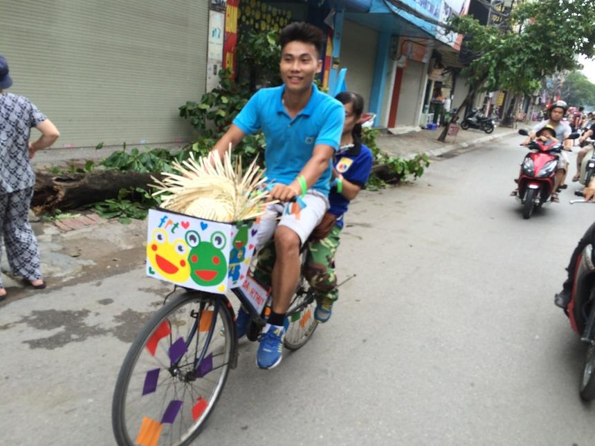 Vượt qua các vận động viên khác một cách ngoạn mục, anh Hồ Quang Hòa (FE) và vợ là Phạm Thị Hồng Thúy đã trở thành cặp đôi về Nhất trong giải đua năm nay với thành tích 1 giờ 23 phút cho quãng đường tương đương 22 km.