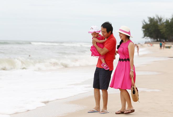 """""""Lần đầu trước biển"""" của bé Trần Bùi Gia Hân, con chịBùi Thị Hòa Trang và anhTrần Quốc Quang, cùng làm ở FPT IS."""
