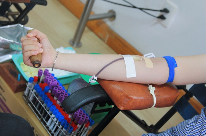 """""""Có 147 người hiến với số máu thu được là 211 đơn vị"""", anh Trí nói. """"Số đăng ký đông nhưng do chờ đợi lâu một số phải lên làm việc hay cũng có nhiều người bị từ chối vì sức khỏe không đảm bảo"""". Trong Ngày hội hiến máu nhân đạo lần thứ 26 được tổ chức ngày 13/3 vừa qua tại F-Town, đã có 176 đơn vị máu được người FPT Software hiến tặng."""
