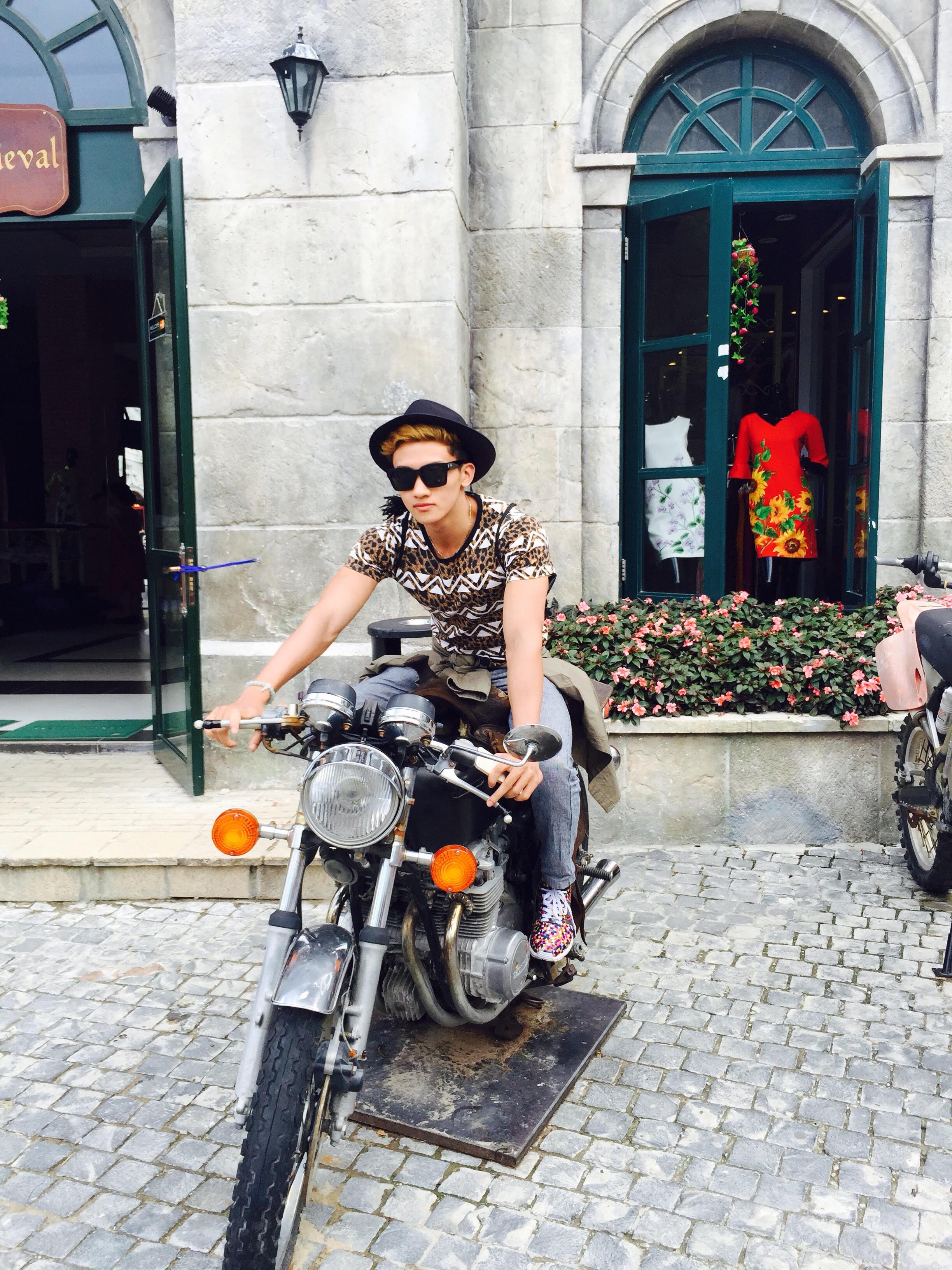 Tuy nhiên, có thời gian, Tuấn vẫn tập tự do ở phòng gym của ĐH FPT tại cơ sở Hòa Lạc, Hà Nội.