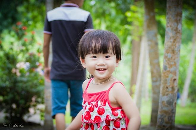 Bé Đặng Vân Nhi còn được gọi ở nhà là Sushi. Ngoài giờ làm việc và tiếp khách hàng, anh Tuấn thường tranh thủ dẫn bé đi chơi công viên và chụp hình.