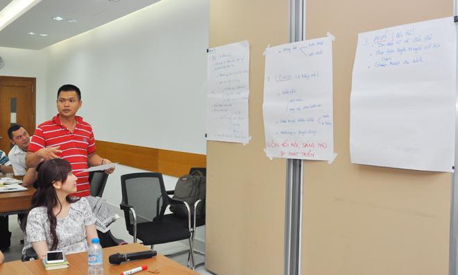 Anh Tống Thu Hoàng Sang, GĐ Trung tâm Kinh doanh Sài Gòn 4, lĩnh ấn tiên phong trình bày đầu tiên. Đội 5 tập trung vào 3 giải pháp: Thủ - Công - Phá. Đội này có sự hợp lực giữa các thành viên rất tốt khi lần lượt 4 giám đốc đứng lên phản biện ý kiến của các đội khác cũng như bổ sung cho đồng nghiệp.
