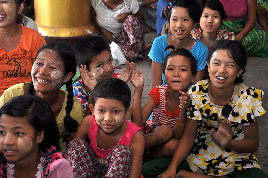 Do tác động của El Nino, khoảng 156.000 người ở 12 tỉnh thành Myanmar bị ảnh hưởng bởi lũ lụt. Nhiều nhà cửa bị phá hủy, nước lũ gây sạt lở đường, khiến không thể cứu hộ bằng đường bộ.