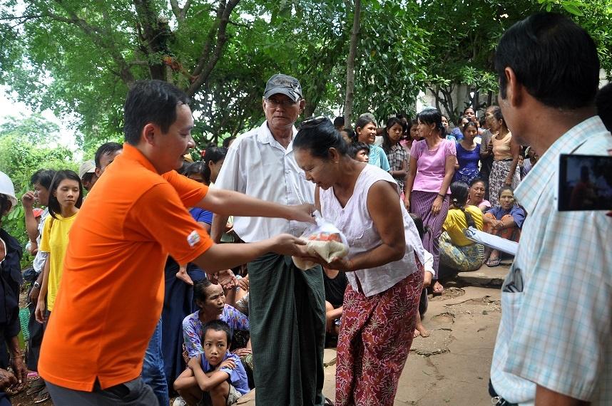 Tổng Giám đốc FPT Myanmar Đoàn Nhật Minh (áo cam) cùng tham gia trong chuyến đi lần này.