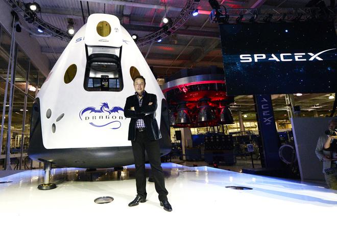 8. SpaceX. Giá trị thương hiệu: 12 tỷ USD.CEO: Elon Musk. Năm thành lập: 2001. Chức năng: SpaceX, hay còn có tên gọi khác là Space Exploration Technologies, là hãng chuyên thiết kế, xây dựng các phương tiện phục vụ cho khám phá vũ trụ.  Tổng số tiền góp vốn: 1,2 tỷ USD. Các nhà đầu tư đáng chú ý: Founders Fund, Draper Fisher Jurvetson, Google.
