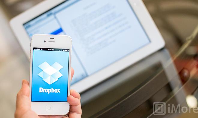 10. Dropbox. Giá trị thương hiệu: 10 tỷ USD.CEO: Drew Houston.Năm thành lập: 2007 Chức năng: Dropbox cho phép người dùng dễ dàng lưu trữ và chia sẻ file trên web. Dịch vụ này hiện có trên 20 triệu người dùng trên toàn thế giới. Tổng số tiền góp vốn: 1,1 tỷ USD. Các nhà đầu tư đáng chú ý: Accel Partners, Benchmark Capital, Greylock Ventures.