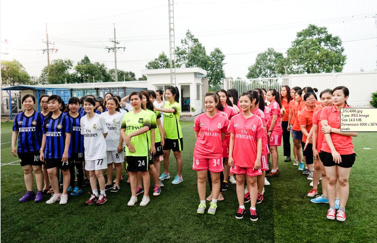 Sau 8 ngày thi đấu sôi nổi với 18 trận đấu hào hứng và đẳng cấp, giải bóng đá CC Futsal CUP Nam - Nữ của Trung tâm Chăm sóc Khách hàng đã chọn ra được 4 cái tên xứng đáng nhất để chơi hai trận chung kết.