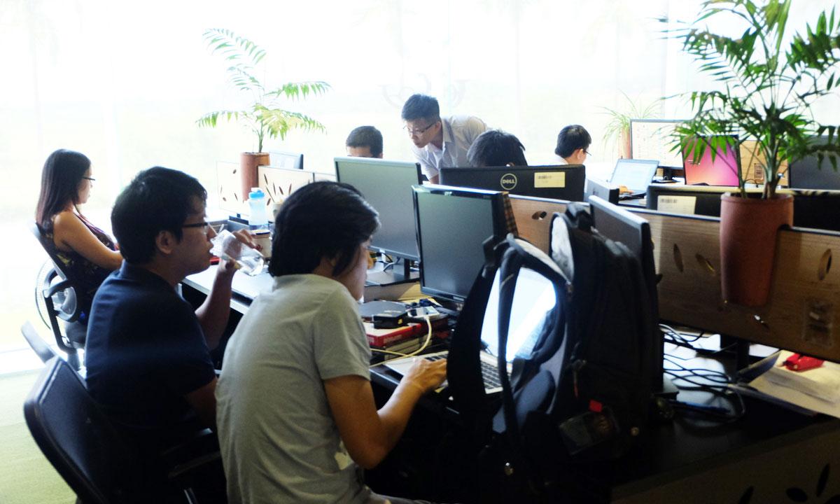 Hiện tại, FPT Software sở hữu trên 40 chứng chỉ AWS Certified Solutions Architect - Associate Level và 8 chứng chỉ ở mức Professional Level. Việc đầu tư và hỗ trợ cho chuyên gia công nghệ thi chứng chỉ nằm trong chuỗi hoạt động nhằm tăng cường năng lực cạnh tranh của FPT Software trong lĩnh vực Cloud nói riêng và công nghệ nói chung. Trước 4 cán bộ này, FSB đã có các anh Vũ Đức Trung, Phạm Vũ Hùng, Phạm Hồng Việt và Nguyễn Đăng Quang đạt được chứng chỉ AWS cấp độProfessional Level.