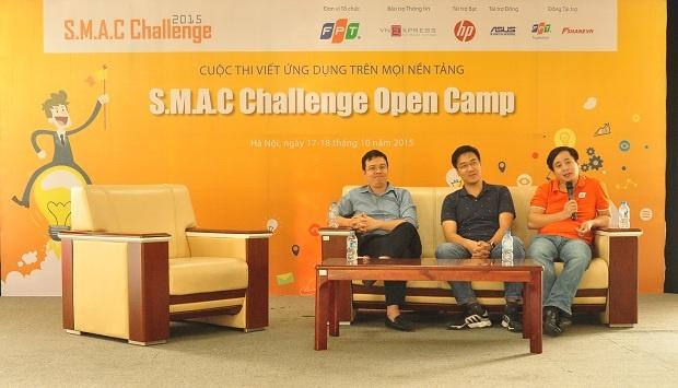 Sáng ngày (18/10), các thí sinh đã có buổi trao đổi với ba diễn giả Lê Hồng Việt, Giám đốc công nghệ FPT Software; Nguyễn Minh Đức, Chuyên gia công nghệ FPT và Nguyễn Ngọc Minh, Phó Ban công nghệ FPT. Chủ đề trao đổi trong buổi hội thảo nói về Công nghệ và chính sách dành cho nhân viên tại FPT, Product Security, các ứng dụng SMAC mà FPT đã thành công và những dự án đang triển khai, các xu hướng công nghệ mới...