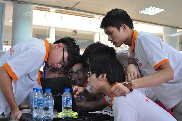 Trong hoạt động buổi chiều, các thí sinh được tham gia hai trò chơi xây tháp và Diplomacy. Thí sinh của các đội đăng ký được luân chuyển, ghép cặp với đội khác, bhằm tạo ra sự gắn kết, biết cách làm việc nhóm. Hoạt động này sẽ chiếm 15% số điểm của các đội trong vòng thi thứ hai.