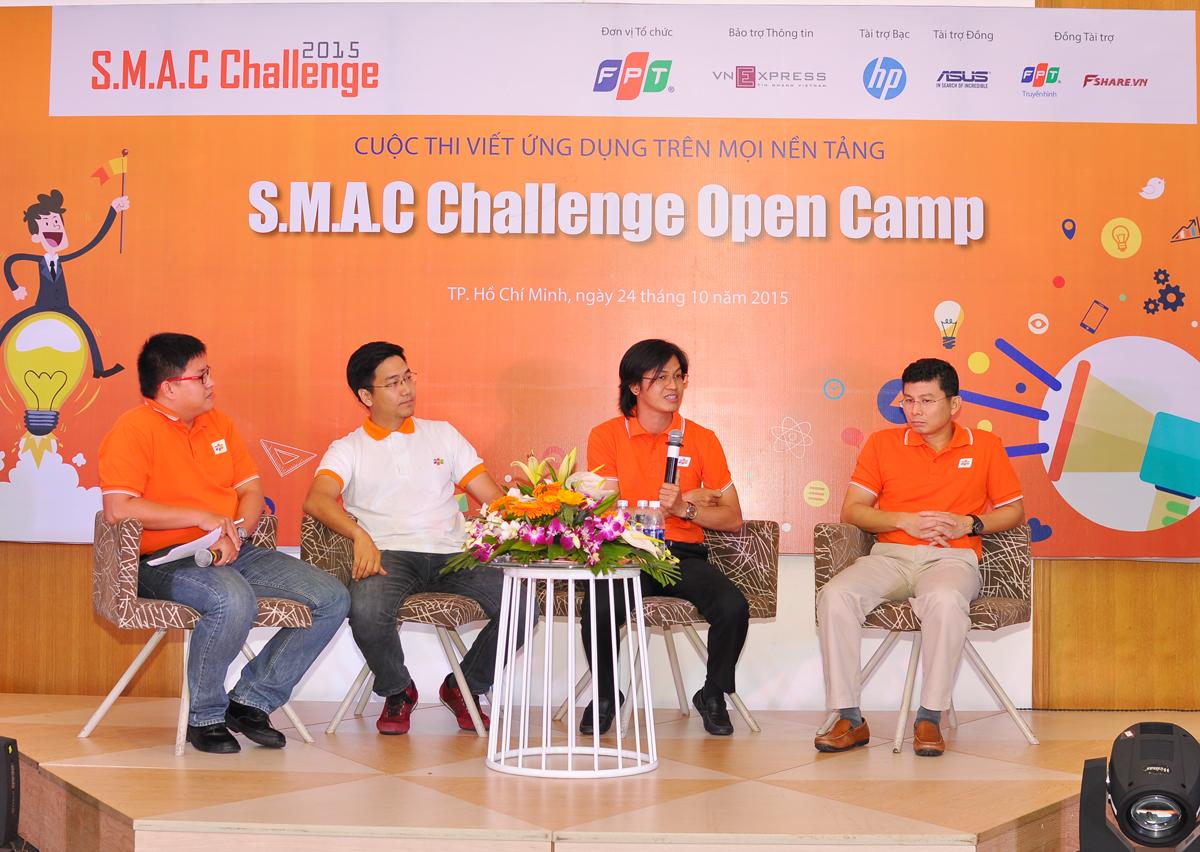 Sau phần trình bày riêng, ba diễn giả tham gia phần thảo luận và trả lời câu hỏi từ các thí sinh. Các đội sẽ được tính điểm khi thành viên tham gia tích cực và câu hỏi hay sẽ được Ban tổ chức tặng quà.