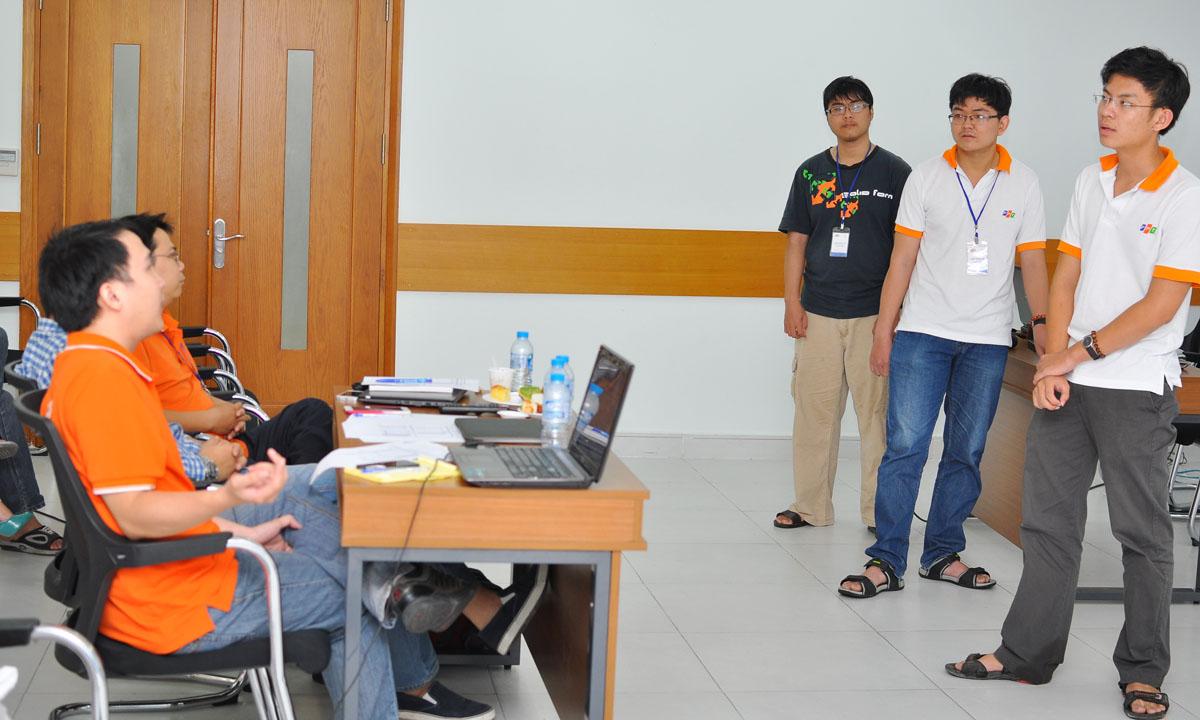 Ba chàng trai của Đại học Việt Đức của nhóm Fallen Soul với ứng dụng trợ lý điện tử bằng giọng nói. VEASOS (Voice Electronics Assistant System on Operation System) là một chương trình tiện ích điều khiển bằng giọng nói người dùng bằng English có 4 chức năng: Database câu nói thường ngày; tính toán các phép tính đơn giản bằng giọng nói; lấy dữ liệu dự báo thời tiết từ RSS Feed của Yahoo và trợ giúp thao tác bằng giọng nói trên máy tính như mở My Document, Firefox, chơi nhạc, video... Theo các thành viên Ban giám khảo, nhóm đang giải bài toán quá lớn so với nhu cầu của người Việt Nam.