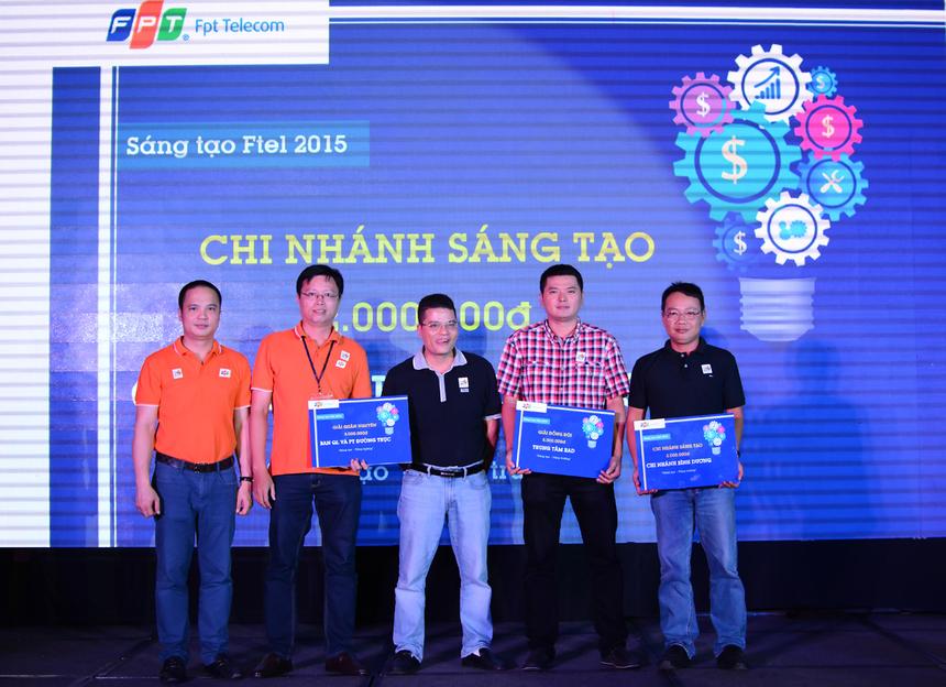 Ở hạng mục tập thể, giải Quân Nguyên (đơn vị có nhiều sáng kiến nhất) được trao cho Ban Quản lý đường trục ; Giải Đồng đội thuộc về Trung tâm R&D; FPT Telecom chi nhánh Bình Dương đoạt giải Sáng tạo.