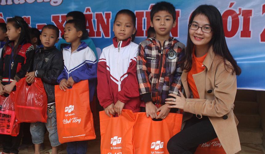 Chương trình thiện nguyện thu hút đông đảo CBNV FPT Telecom chi nhánh Quảng Bình tham gia trên chính quê hương.