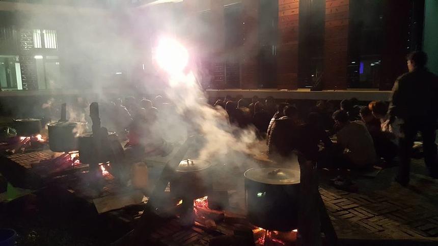 Tối cùng ngày, BTC đã luộc 200 chiếc bánh chưng và mổ lợn để CBNV ở lại có thể cùng chia sẻ, giãi bày. Trong ngày 3/2, hội chợ Xuân vẫn tiếp tục diễn ra với các hoạt động vui chơi, có thưởng.