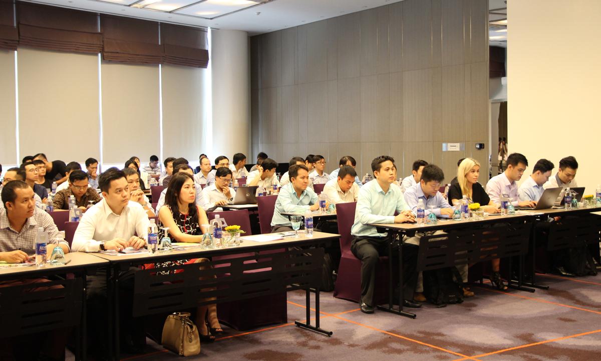 """Mới đây, hãng Microsoft đã cấp chứng nhận đối tác Vàng cho FPT Telecom International (Công ty Viễn thông quốc tế FPT) về cung cấp giải pháp và dịch vụ Cloud (đám mây) ở Việt Nam. """"Với việc chính thức trở thành đối tác Vàng (Gold Partner) của Microsoft về cung cấp giải pháp và dịch vụ Cloud (đám mây) ở Việt Nam, cơ hội kinh doanh của đơn vị trở nên rộng mở hơn, anh Lợi chia sẻ."""