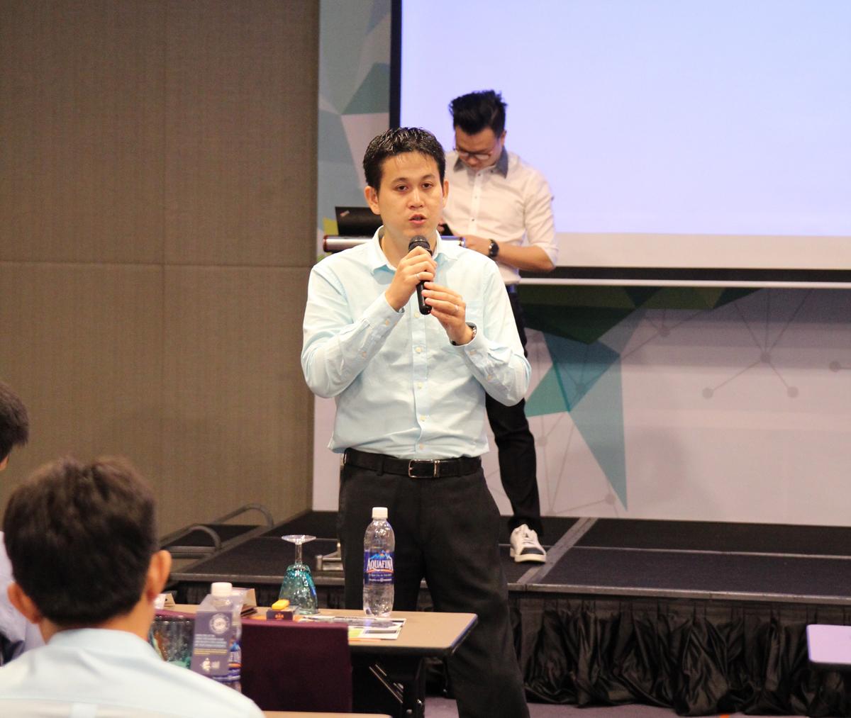 Theo anh Khoa, các điểm ưu việt của Skype for Business đó là: dễ dàng và nhanh chóng remote desktop; có thể tham gia họp với khách hàng bên ngoài sử dụng Skype cá nhân; tích hợp trình điều khiển cuộc họp cho người điều hành cuộc họp; kết nối với hệ thống Video conference của hãng thứ 3 (Polycom…)