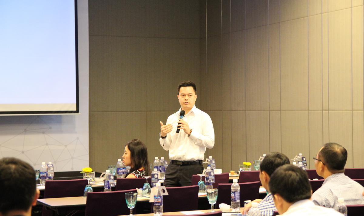 """Trong hội thảo, FTI cũng giới thiệu nhiều gói cước ưu đãi cho các doanh nghiệp. """"Với các dịch vụ họp và thoại mới, Office 365 trở nên phong phú và mang đầy đủ tính năng hơn. Sản phẩm này mang lại cho chúng tôi một môi trường cộng tác vô cùng đơn giản để tương tác với nhau trong một công ty phân bố trên toàn cầu. Giao tiếp càng tốt, chúng tôi càng giúp công ty hoạt động hiệu quả hơn"""",Jason Sele, Giám đốc CNTT Zetec, chia sẻ về trải nghiệm Skype for Business."""