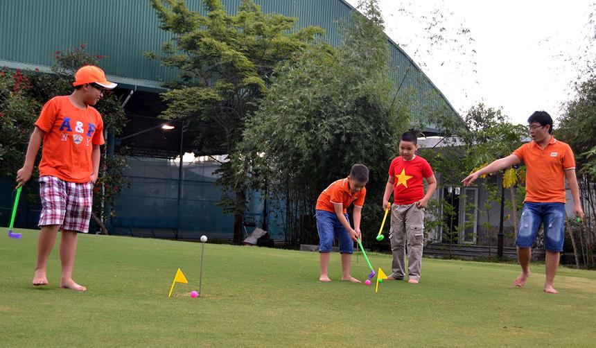 Dù lần đầu tiên xuất hiện nhưng nội dung đánh golf cũng đã thu hút được khá nhiều FPT Small tham gia tranh tài.