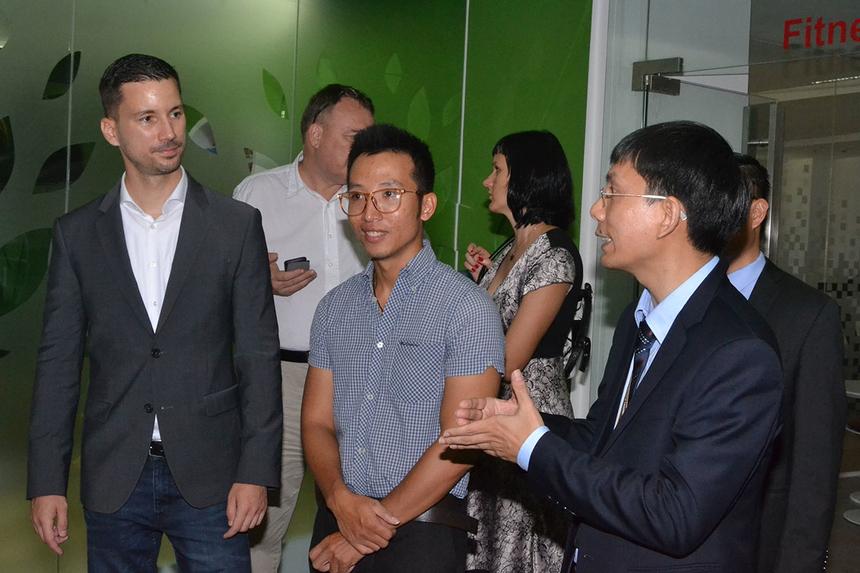 Đại diện tiếp đoàn có anh Nguyễn Tuấn Phương, GĐ FPT Software Đà Nẵng, và TGĐ FPT City Bùi Thiện Cảnh cùng một số lãnh đạo. Tại đây, Quốc Vụ khanh Bộ Ngoại giao và các vấn đề châu Âu của Slovakia nghe giới thiệu về FPT và trồng cây lưu niệm.