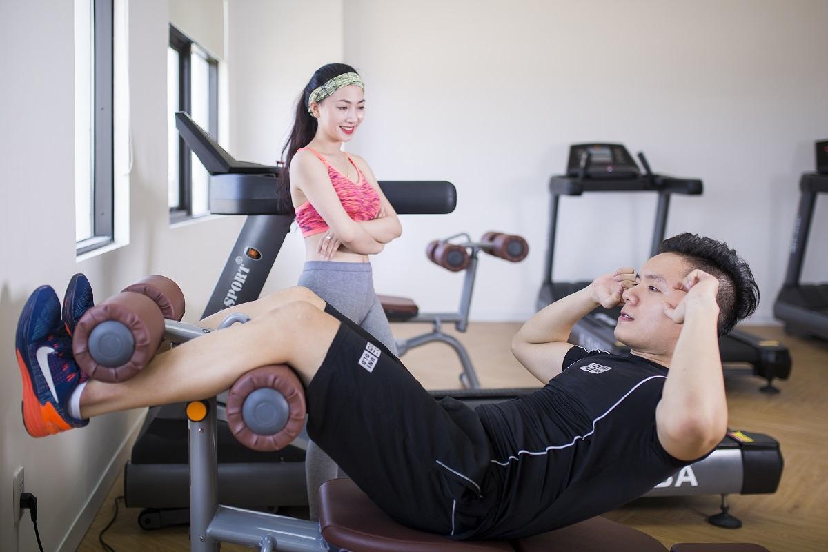 Tòa nhà còn bố trí phòng tập gym với máy móc hiện đại, giúp nhân viên tăng cường sức khỏe và thể lực.