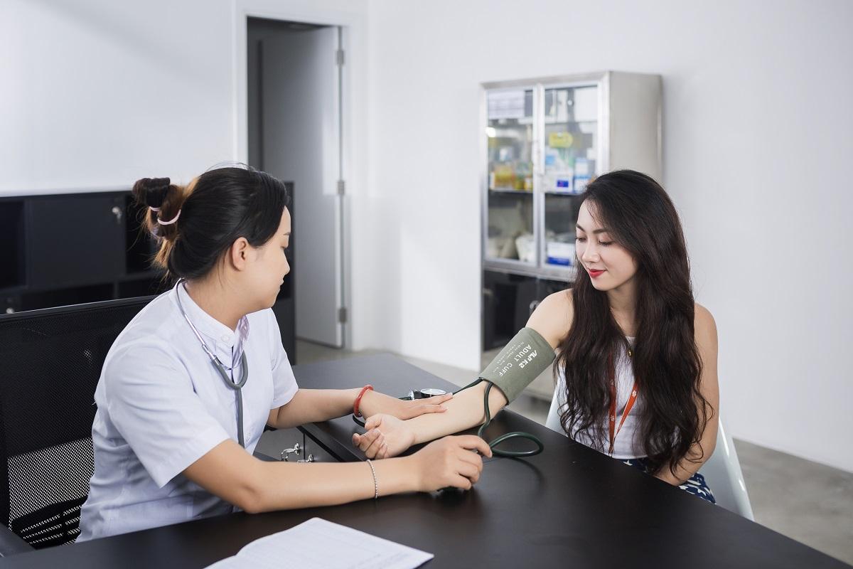 FPT Complex còn có phòng nghỉ quan đêm, phục vụ nhu cầu cho nhân viên muốn làm việc qua đêm. Đặc biệt, phòng y tế luôn mở cửa để cho nhân viên kiểm tra sức khỏe khi cần.