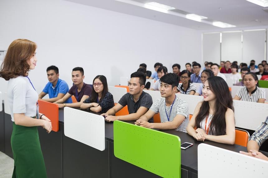 Tầng 2 là khu trung tâm tòa nhà. Đây còn là nơi dùng để đào tạo nội bộ với sức chứa lên tới 600 học viên mỗi ngày.