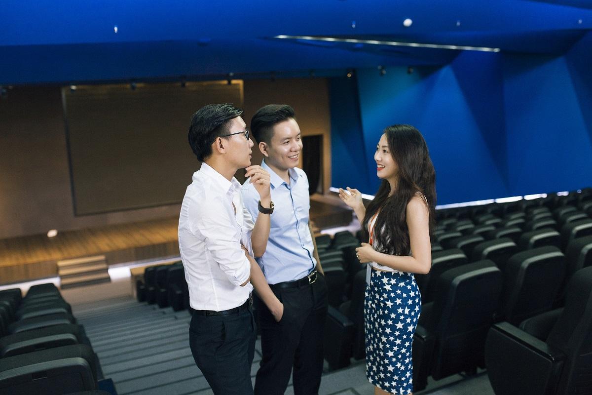 Phòng họp lớn nhất có sức 300 người. Đây là công trình đầu tiên của Việt Nam được thiết kế theo Quy chuẩn 2013 của Bộ Xây dựng về xây dựng sử dụng hiệu quả năng lượng.
