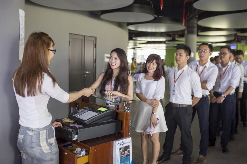 Căng tin FPT Complex có sức chứa lên tới hàng nghìn chỗ. Công tác kiểm tra chế biến và vệ sinh được thực hiện thường xuyên.