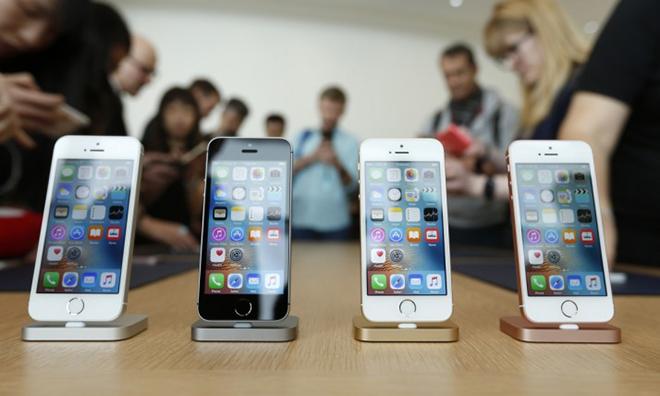 Ưu đãi chỉ áp dụng cho 15 người mua hàng đầu tiên trên Shop VnExpress vào ngày 15/12.Khách hàng sẽ được miễn phí trong vòng 15 ngày nếu sản phẩm bị lỗi do nhà sản xuất. Ngoài ra, Shop VnExpress còn giảm ngay 1,9 triệu đồng trên giá bán cho sản phẩm iPhone 7 bản 32GB, chỉ còn 16.990.000 đồng.